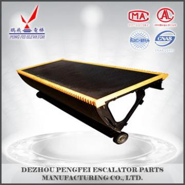 Pengfei factory product escalator parts : Hitachi step/good quality/yellow side