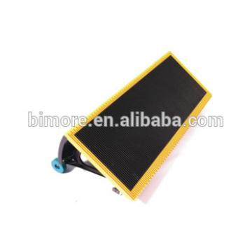 BIMORE J619101A000G03 Escalator step with 4 sides yellow plastic demarcations