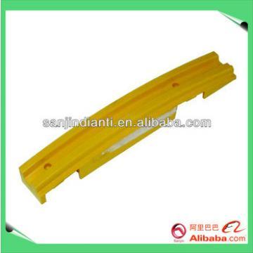escalator yellow demarcation ID.NR.319904